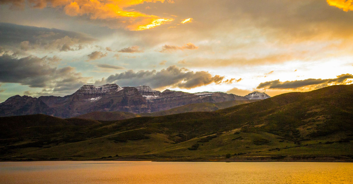 Mountain Cabins Utah bucket list at Deer Creek Reservoir in Provo Canyon