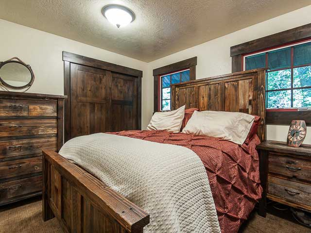 Modernized Sundance cabin for nightly rental mountain vacations